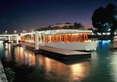 River Palace de nuit.jpg
